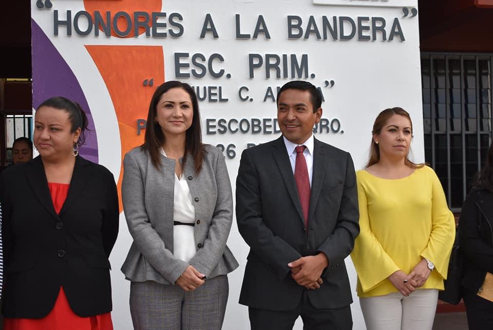 ENCABEZA AMARILDO BÁRCENAS HONORES A LA BANDERA EN PRIMARIA MANUEL C. ANAYA