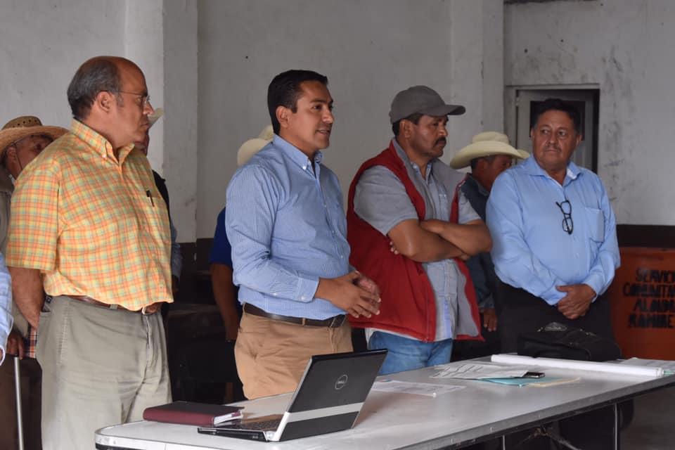 PRESENTE AMARILDO BARCENAS EN LA ASAMBLEA EJIDAL EN ESCOLÁSTICAS