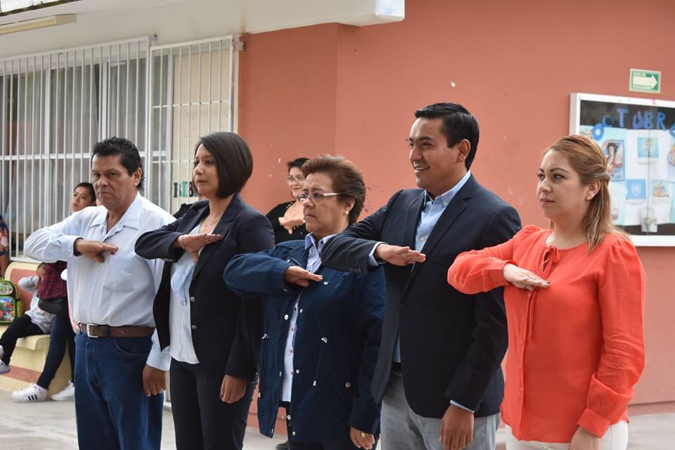 PRESIDE AMARILDO BÁRCENAS HONORES A LA BANDERA EN PREESCOLAR DE LA D SANTA BÁRBARA