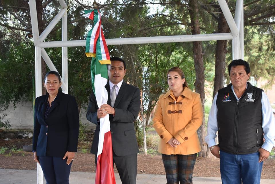 ENCABEZA AMARILDO BÁRCENAS HONORES A LA BANDERA EN NORIA NUEVA