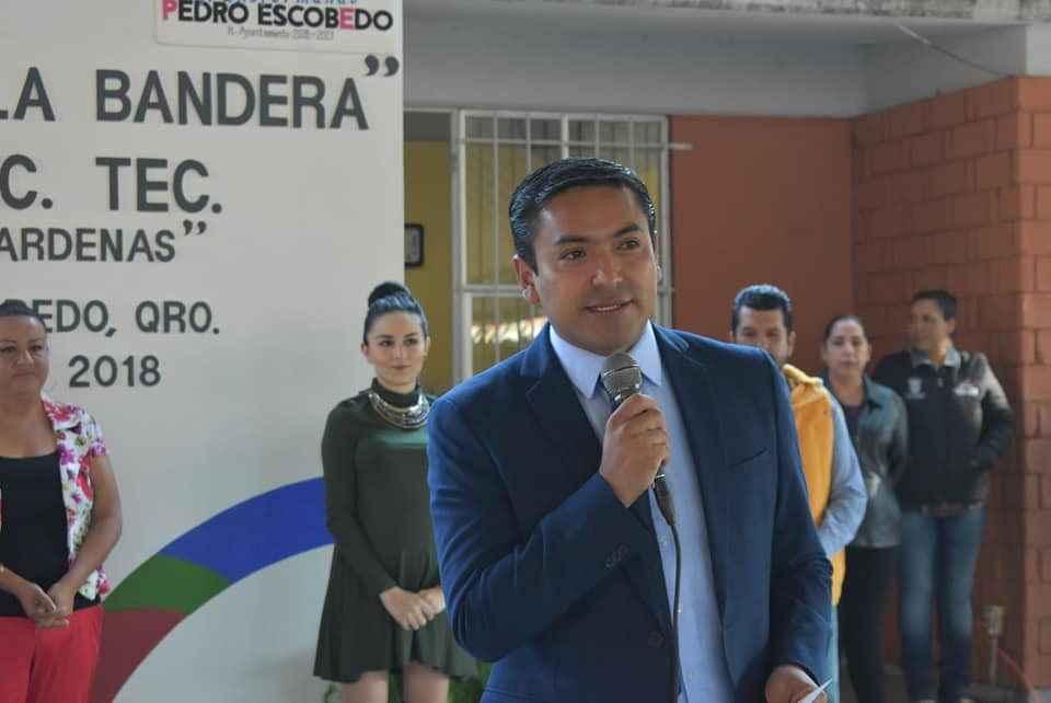 ENCABEZA AMARILDO BÁRCENAS HONORES A LA BANDERA EN SECUNDARIA TÉCNICA No. 4