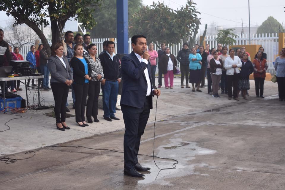 """Honores a la Bandera en la escuela primaria """"Vicente Suárez"""" de la comunidad de El Sauz"""