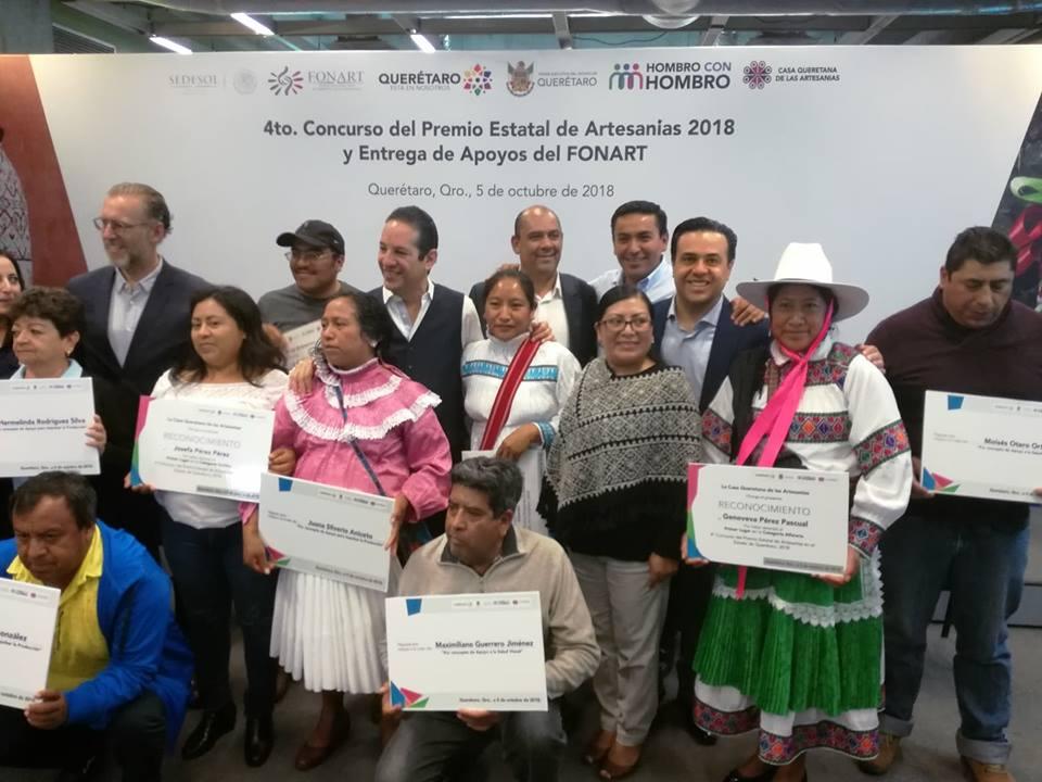 Presente Amarildo Bárcenas Resendiz, Presidente Municipal de Pedro Escobedo en el 4to. Concurso del Premio Estatal de Artesanías 2018 y Apoyos del FONART