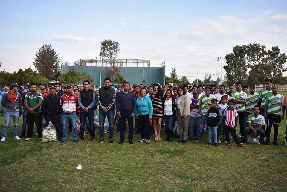ENTREGA AMARILDO BÁRCENAS UNIFORMES DEPORTIVOS
